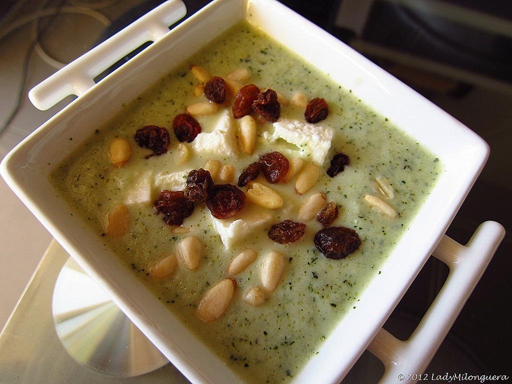 Soupe froide au concombre, menthe et feta
