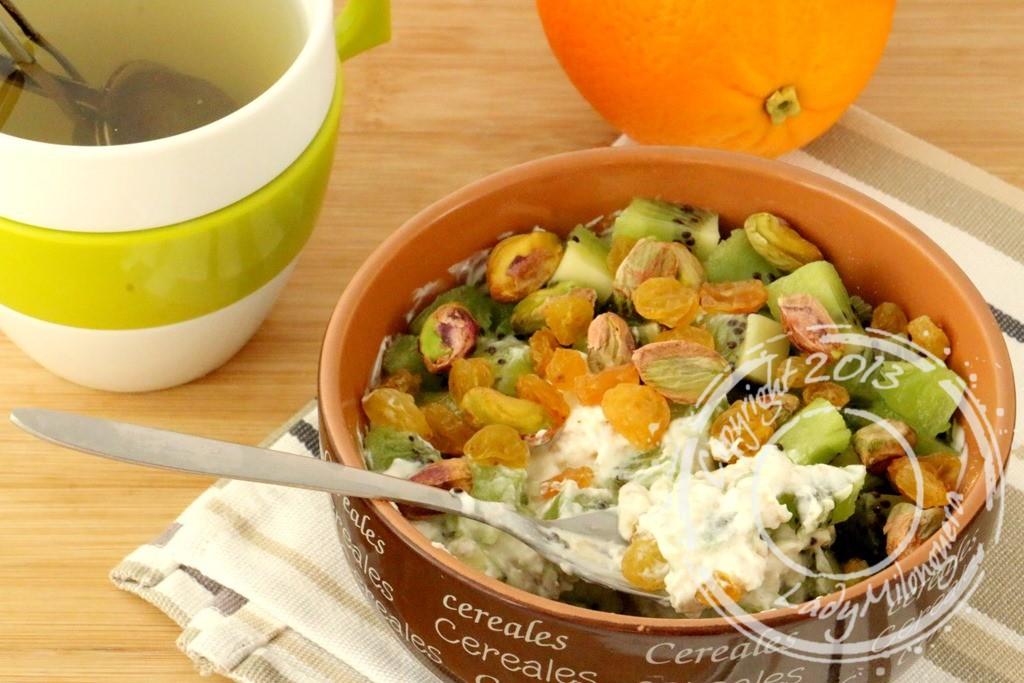Muesli aux pistaches et kiwi