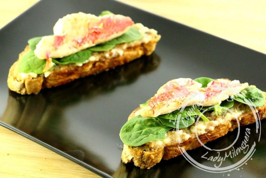 Pan con tomata au rouget et épinards