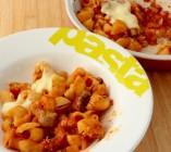 Gratin de pâtes aux tomates et chipolatas